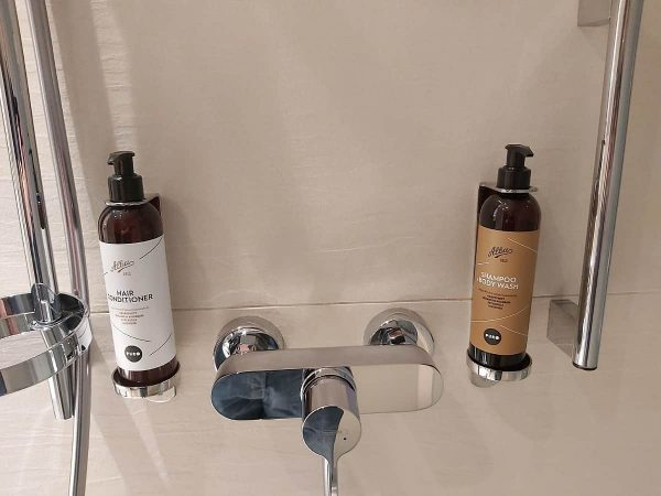 Shower Gel & Shampoo In Showee